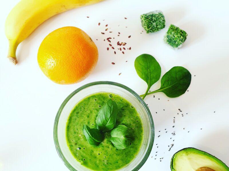 Groene power smoothie van boerenkool en spinazie